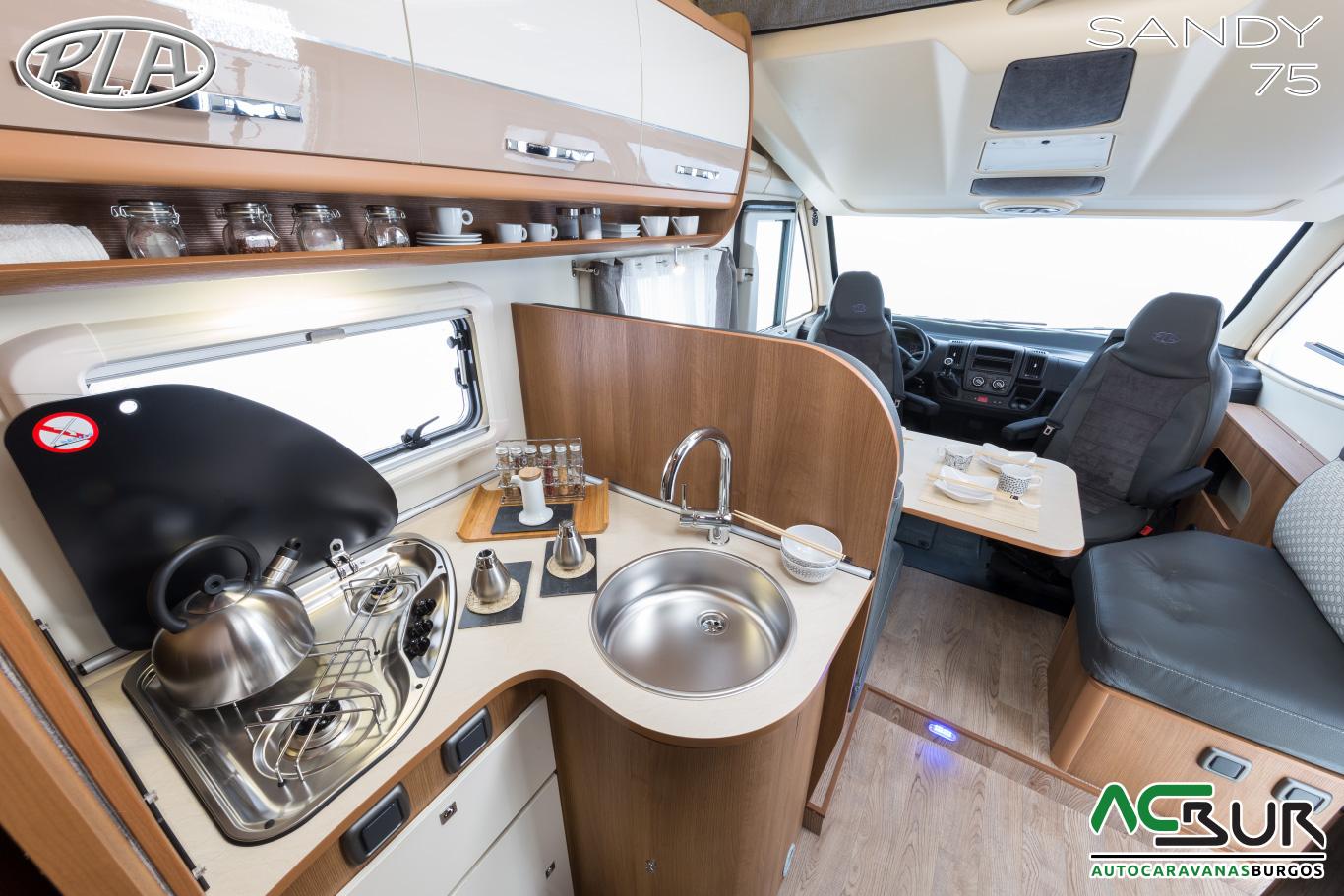 Alquilar Autocaravana integral en Cantabria cocina
